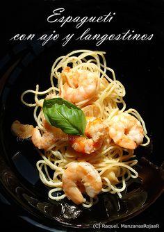 http://manzanasrojasr.wordpress.com/  Espagueti con ajo y langostinos: mesa para dos