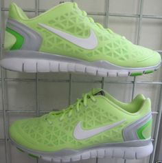 reputable site 54e4a b00ff Nike shoes. Like green. Lovee Free Running Shoes, Nike Free Shoes, Nike