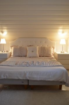 white bedroom Peaceful Home, Going Home, White Bedroom, Bedroom Ideas, Bedrooms, Minimalist, Relax, House, Furniture