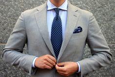 Joli gris et cette chemise bleue!!!