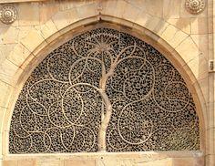 Famous Sidi Saiyyed Mosque in Ahmedabad - Indiashor.com