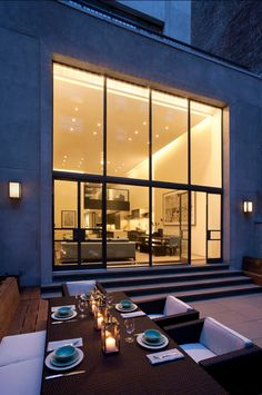 Upper East Side Apartment - contemporary - patio - new york - David Howell Design Home Interior, Interior Architecture, Interior And Exterior, Luxury Interior, Contemporary Patio, Outdoor Dining, Indoor Outdoor, Dining Table, Outdoor Seating