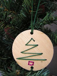 Wooden Christmas Decorations (thanksgiving gifts for patients) Christmas Pictures Outfits, Family Christmas Pictures, Cool Christmas Trees, Christmas Tree Themes, Christmas Tree Toppers, Diy Christmas Gifts, Christmas Ornaments, Christmas Ideas, Christmas Christmas
