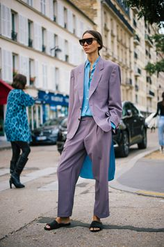 The Very Best Street Style From Paris Fashion Week purple pantsuit lavender street style inspiration Best Street Style, Street Style Trends, Street Style Looks, Street Style Women, Fashion Week 2018, Fashion 2017, Fashion Trends, Fashion Weeks, Fashion Styles
