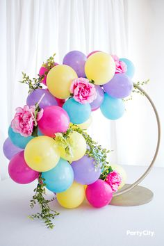Hula hoop wreath with pastel colored balloons and faux flowers and vines attached to form a balloon centerpiece. Balloon Wreath, Balloon Bouquet, Balloon Arch, Balloon Arrangements, Balloon Centerpieces, Centerpiece Ideas, Masquerade Centerpieces, Birthday Balloon Decorations, Wedding Decorations
