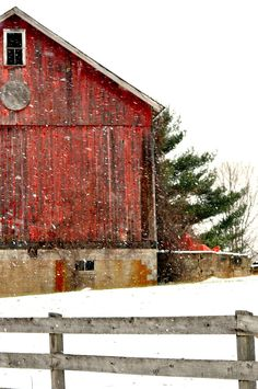 Snowy Barn / Winter on the Farm ❄ Country Barns, Country Life, Country Living, Country Roads, Country Charm, Country Christmas, Merry Christmas, Christmas Time, Cabana