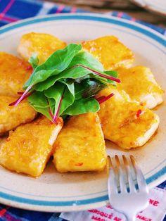 """お豆腐だけを使った 男子も喜ぶガッツリ系メイン。 お財布にもやさしいので お給料前のピンチ!の時にも大活躍。 食感はモチモチ 味はエビマヨ風。 キッチンにある """"あの魔法の粉""""を使えば お肉なしでも大満足 間違いなしですよ〜♪"""
