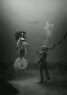 ♒ Mermaids Among Us ♒ art photography & paintings of sea sirens & water maidens - Siren & the Diver