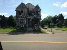 I love this house but not the neighborhood.