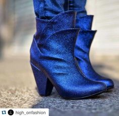 #Miercoles de #must !!! No pueden faltar en tu #closet estos #botines increíbles de @high_onfashion  !!! ☔️de venta en @pinkettclothing with @repostapp. ・・・  [Blue Evergreens] available at the High On Fashion Online store