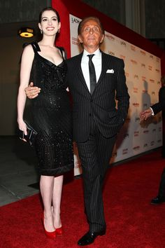"Anne Hathaway Photos Photos - Actress Anne Hathaway and designer Valentino Garavani  arrives at the L.A. premiere of ""Valentino: The Last Emperor"" held at the L.A. County Museum of Art on April 1, 2009 in Los Angeles, California.  (Photo by Alberto E. Rodriguez/Getty Images) * Local Caption * Anne Hathaway;Valentino Garavani - LA Premiere Of ""Valentino: The Last Emperor"""