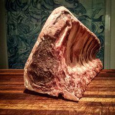 O nome Eataly nasce da fusão de duas palavras: EAT, comer, e ITALY, Itália,em inglês. A ideia por trás do Eataly é muito simples: reunir todos os alimentos italianos de qualidade sob o mesmo teto, um lugar onde você pode comer, comprar e aprender.