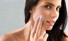 Top 9 Effective Homemade Moisturizer Recipes For Dry And Sensitive Skin Care Natural Facial Cleanser, Natural Skin, Organic Facial, Natural Health, Face Cleanser, Natural Cures, Serum For Dry Skin, Oils For Skin, Apple Cider Vinegar For Skin