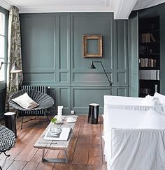 Painting buying paint for its walls Peinture achat peinture pour ses murs Beautiful woodwork color that goes perfectly with the stained wood parquet Dark Interiors, Office Interiors, Colorful Interiors, Style At Home, Painting Walls Tips, Diy Painting, Blue Painting, Diy Flooring, Blue Walls