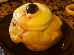Zeppola di San Giuseppe con crema pasticcera e amarena sciroppata