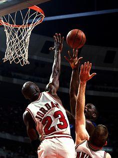 MJ jumps to block Shaq