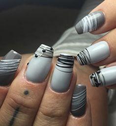 Spider Gel Nails – 100 Nice Ideas and 3 DIY Instructions! Fancy Nails, Love Nails, How To Do Nails, Nagel Piercing, Nails Factory, Dark Nail Polish, Gray Nails, Shellac Nails, Gel Nail Designs