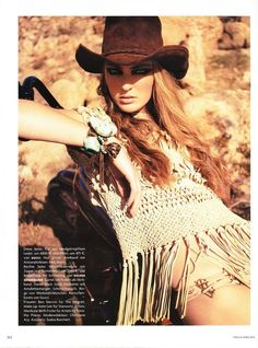 desert fashion photoshoots - What is hotter than a beach with no place to cool off? Desert fashion photoshoots are intriguing due to their isolated landscapes and scorching loo. Cowgirl Chic, Moda Cowgirl, Cowgirl Mode, Western Chic, Cowgirl Style, Cowgirl Photo, Western Girl, Western Theme, Boho Hippie