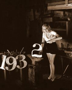 Thelma Todd brings in 1932 Golden Age of Hollywood Old Hollywood Movies, Golden Age Of Hollywood, Vintage Hollywood, Classic Hollywood, In Hollywood, Hollywood Glamour, Vintage Happy New Year, Vintage Holiday, Old Photos