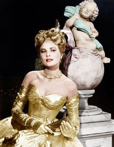 Grace Kelly in Edith Head golden gown - 'To Catch a Thief', Grace Kelly Mode, Grace Kelly Style, Classic Hollywood, Old Hollywood, Hollywood Icons, Hollywood Fashion, Hollywood Stars, La Main Au Collet, Films