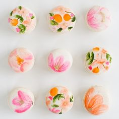 Keeping with the floral theme for Mother's Day with these DIY floral macarons for another #glossaryofmacs, with some inspired by my @riflepaperco addiction of course! See #sugarandcloth.com for the edible tutorial!