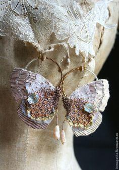 Купить Серьги DA14001 - бежевый, розовый, золотой, серьги, бабочки, вышивка ручная, кристаллы