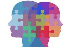 003 - La economía, se vale de la psicología y la filosofía para explicar cómo se determinan los objetivos; de la historia que registra el cambio de objetivos en el tiempo, de la sociología que interpreta el comportamiento humano en un contexto social y de la política que explica las relaciones que intervienen en los procesos económicos.