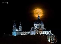 La Catedral de la Almudena, (Foto de Pedro Cuesta)