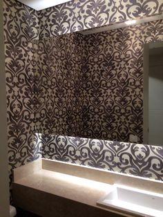 Lavabo ganha mais charme com aplicação de papel de parede