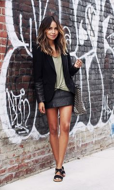 This outfit will inspire you to tie all your shirts around your waist from now on. // #Style