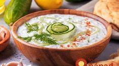 Az eredeti tzatziki receptje - Pont úgy készül, mint a görög tavernákban Creamy Cucumber Salad, Creamy Cucumbers, Pasta Facil, Vegetable Dips, Tasty, Yummy Food, Food Industry, Hummus, Sauces