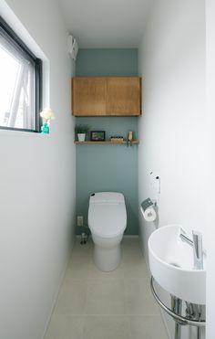 #ルポハウス #設計事務所 #工務店 #設計士 #注文住宅 #デザイン住宅 #自由設計 #マイホーム #お家 #新築 #家づくり #間取り #施工事例 #滋賀 #おしゃれな家 #インテリア #カフェスタイル #トイレ Wood Interior Design, Interior Walls, Bathroom Interior Design, Wc Design, Toilet Design, Modern Bathroom, Small Bathroom, Toilet Closet, Small Toilet Room