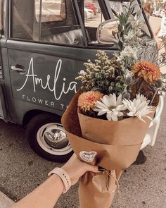 Bouquet of flowers Blooming Flowers, My Flower, Wild Flowers, Beautiful Flowers, Flower Truck, Flower Types, Paper Flowers, Deco Champetre, Flower Aesthetic