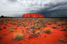 Uluru, or Ayers Rock, Australia ~ by Cain Pascoe Australia Map, Ayers Rock Australia, Outback Australia, Australia Facts, Australia Honeymoon, Australia Animals, Iconic Australia, Visit Australia, Landscape Photography