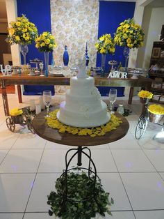 Focus Festas e Eventos | Azul Royal e Amarelo - Demolição Blue Yellow Weddings, Gray Weddings, Blue Wedding, Spring Wedding, Wedding Colors, Cake Table, Dessert Table, Rustic Wedding Reception, Geek Wedding