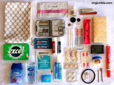 Little Emergency Kit (great idea - not just for the car - but for college dorm room). College Emergency Kits for boys vs girls? Emergency Supplies, Emergency Preparedness, Emergency Kits, Survival Kits, School Emergency Kit, Car Supplies, School Supplies, Emergency Equipment, Diy Purse Emergency Kit