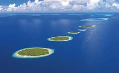 Baa Atoll in the Maldives. The Maldives is an archipelago consisting of islands in the Indian Ocean. Rising sea levels pose a serious threat, because 80 percent of the average height of the Maldives is less than one meter. Hotel Subaquático, Places To Travel, Places To See, Places Around The World, Around The Worlds, Islas Cook, Share Pictures, Random Pictures, Amazing Pictures