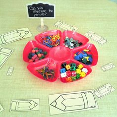 Can you measure the pencils? Math provocation for kindergarten with loose parts. Measurement Kindergarten, Measurement Activities, Math Measurement, Kindergarten Centers, Preschool Math, Kindergarten Classroom, Math Games, Teaching Math, Math Centers