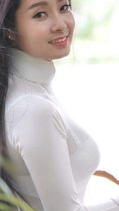 Explore Yêu Áo Dài's photos on Flickr. Yêu Áo Dài has uploaded 180 photos to Flickr. Vietnamese Traditional Dress, Vietnamese Dress, Ao Dai, Sexy Asian Girls, Hot Girls, Beautiful Long Dresses, Vietnam Girl, Beautiful Asian Women, Asian Woman