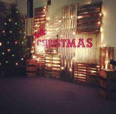 A great #DIY idea: A #pallet #Christmas tree for indoors and outside!