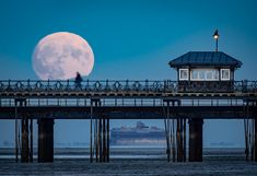 https://flic.kr/p/PgfKvj | Supermoon rising over Ryde pier on the Isle of Wight. | The 'supermoon' rising over Ryde pier on the Isle of Wight. Full details can be found here: Elm Studio Click here to improve your photography ... on the Isle of Wight