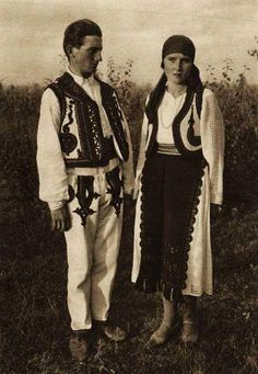 Popular Folk Embroidery Snapshots of Dress in Old Romania - One Who Dresses