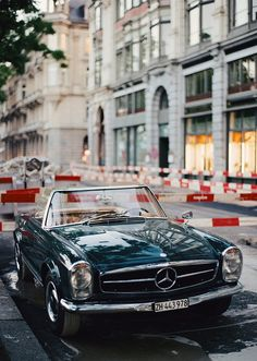 Mercedes Benz #280SL. Source: http://vintagespeedbicycles.tumblr.com/post/120127552053/rubybyann-oxcroft-280sl