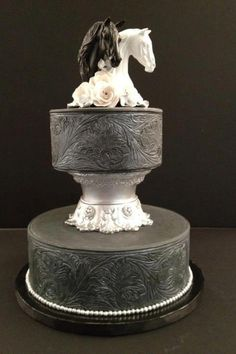 Horse wedding cake. Beautiful <3 as any cake cause not getting married anytime soon.  Lol