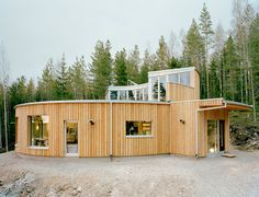 As far as passive house plans go, this one by Swedish architects Kjellgren Kaminsky just makes sense. People and household appliances exert lots of energy. Rather than having it go up in smoke, so to speak, this eco house design uses it. In fact, the annual energy consumption for heating this sustainable architectural design is estimated at just 25 kWh/m2. This passive solar home also boasts roof-mounted solar panels, is made from sustainable materials, and because it's a prefabricated…