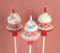 Birthday Cupcake Pops - Rice Krispies Treats - perfect for displaying on The Pastry Pedestal™    www.thepastrypedestal.com