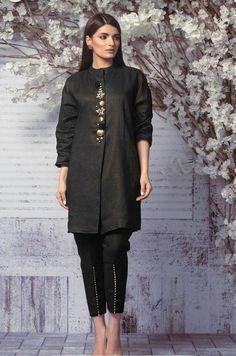 Pakistani Party Wear Dresses, Simple Pakistani Dresses, Pakistani Fashion Casual, Pakistani Wedding Outfits, Pakistani Dress Design, Stylish Dresses For Girls, Casual Dresses, Simple Black Dress, Kurti Designs Party Wear