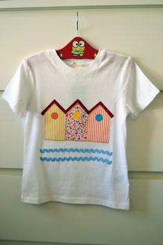 Camiseta decorada con tela y pintura, todo hecho a mano