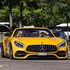 Follow our friends at @mfrmagazine for everything that Men love! This amazing e-zine features the best and latest in fashion, cars, technology and even women!  @mfrmagazine #MensFashionReview #luxurycorp