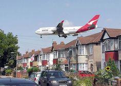 Was ist der Qantas Sale Act? von Mr. Travel · http://reisefm.de/luftfahrt/qantas-sale-act/ · 1992 wurde der Qantas Sale Act beschlossen, der nun schwer in der Kritik um die Privatisierung von Qantas steht. Was beschreibt der Sale Act?